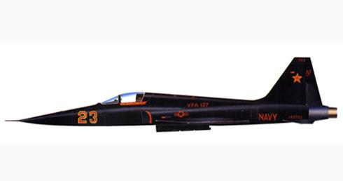 Northrop F-5, VFA 127, NAS Fallon, esquema negro inspirado en la pelicula TOP GUN.