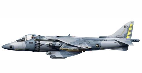 Este AV-8B Harrier II perteneciente al VMA-542 va armado con bombas Mk 82 Snakeye, Base Naval King Abdul Aziz, 1990.